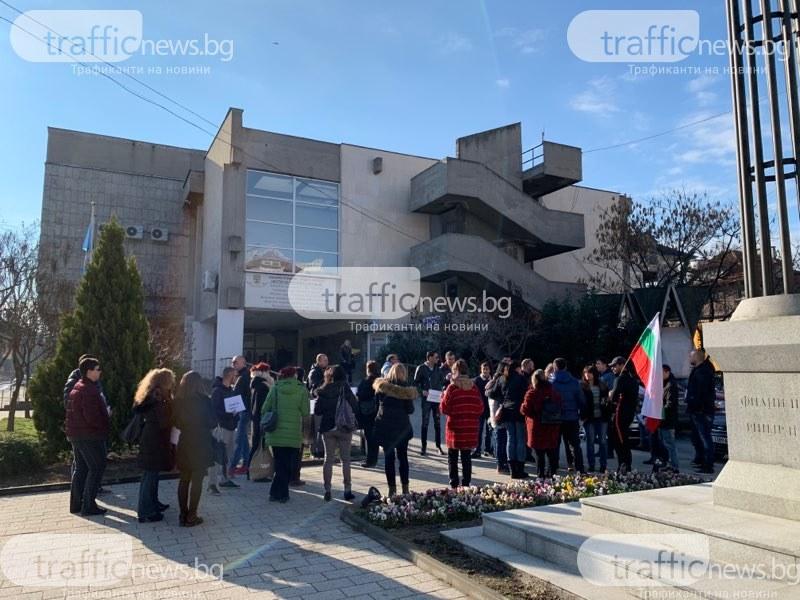 Пловдивчани окупираха Общинския съвет, за да бранят парка от 16 декара СНИМКИ