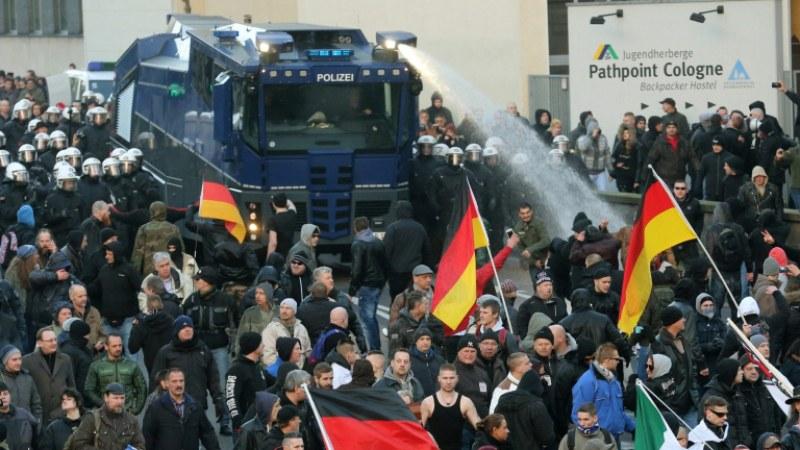 Безпомощност! Повече от 1000 германки обругани от сексуалните гаври на бежанците, само трима обвинени