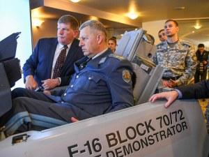 Шефът на ВВС подкара F-16 в столичен хотел