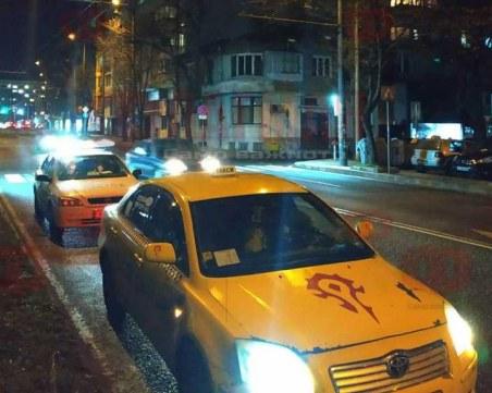 Такси прегази пешеходец на зебра в Бургас