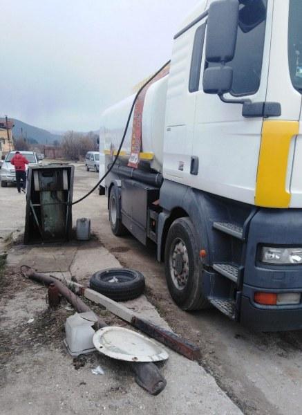 Акция във Велинград! Иззеха голямо количество дизелово гориво СНИМКИ