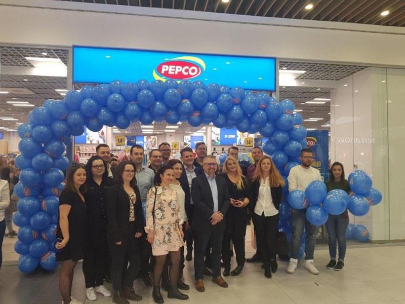 Опашки на откриването на PEPCO в Пловдив! Клиентите: Ще се върнем отново СНИМКИ