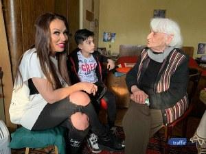 Баба Стефка на 101 г. изкачва стълбите до петия етаж без бастун ВИДЕО