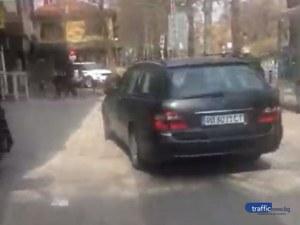 Как най-лесно да минеш на пряко в Пловдив? През тротоара! ВИДЕО