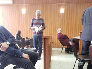 Професорът от Пловдив, искал 300 лева за тройка, се оправдава пред съда