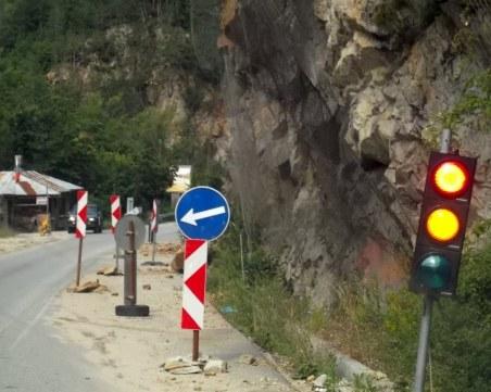 Ако не се вземат мерки: Свлачище ще блокира пътя за Асеновата крепост
