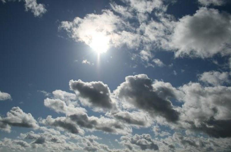 Топла, но пък облачна събота! Градусите скачат още в неделя