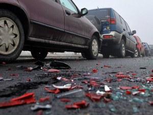 Катастрофа между 4 автомобила! Има ранена жена
