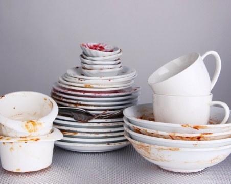 Мияч на чинии на морето – 730 лева. Търсят: готвачи, бармани, камериерки