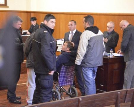 Миню Стайков с инвалидна количка в съда, затварят вратите заради интимни тайни
