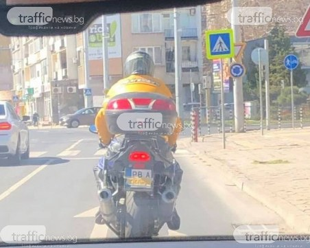 Тиксо пиниз: Моторист в Пловдив се облицова с лента! Какво го чака, ако го спипат? СНИМКИ