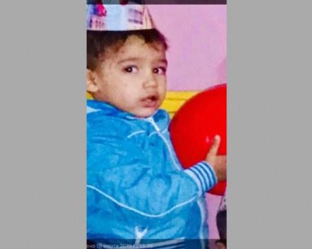 Това е издирваният 2-годишен Юлиян (Онур). МВР: Детето влачи едното си краче!