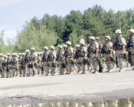 Вместо самообгазени полицаи: Армията на улицата – при нужда!