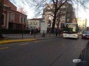 Катастрофа блокира движението в центъра на Пловдив СНИМКИ
