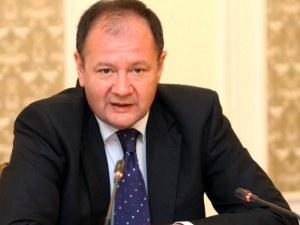 Нинова иска да отлюспи Станишев от БСП, убеден е Михаил Миков
