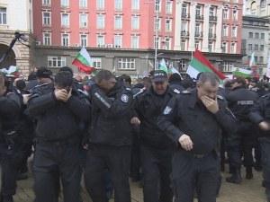 Полицейски шеф за спрея на протеста: Плакали… По-добре, че полицаите са плакали!?