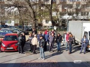 Десетки се събраха пред съда в Пловдив! Всички подкрепят доктор Димитров СНИМКИ