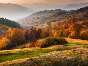 Магията на Родопите: Пъстра природа, несломим дух