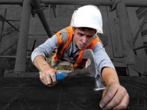 Мобилни работници: Едва 87 работят на 50 км от дома и взимат 200 лева