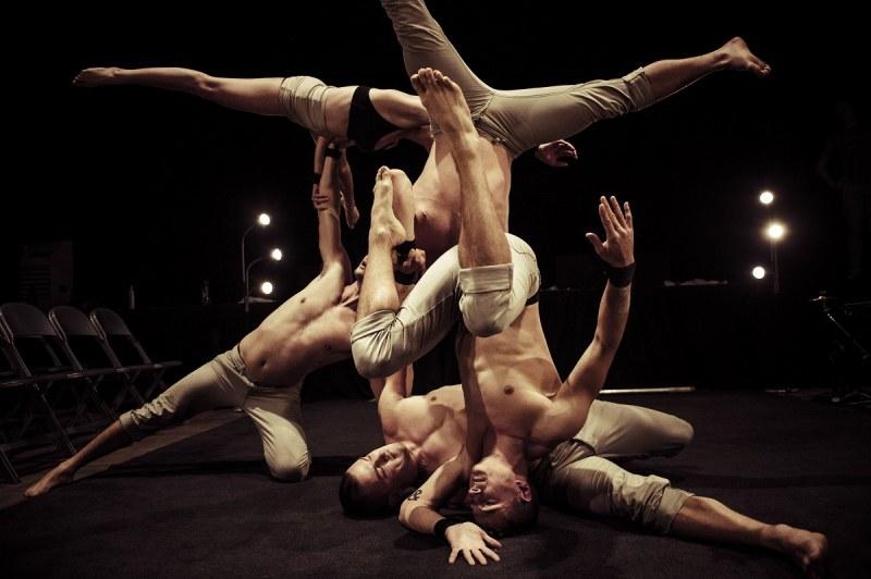 Зрелищен спектакъл на австралийски цирк ще спре дъха на пловдивчани СНИМКА