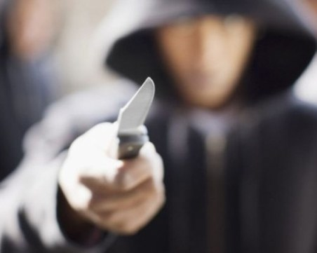 Мъж намушка с нож в крака свой познат в Кърджали