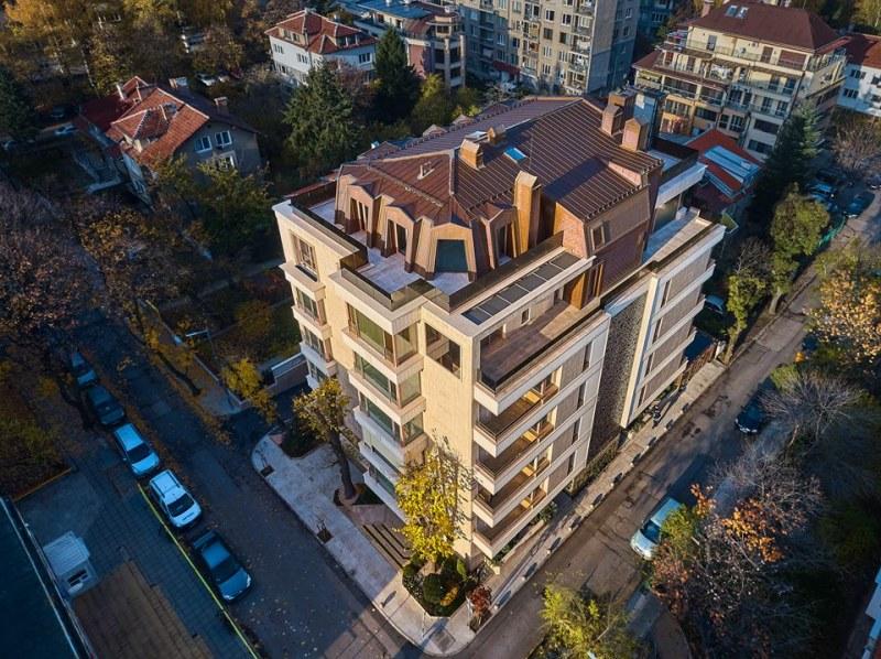 Две кокошки за кон! Как Цветанов доплати само 100 бона в лева, вместо €360 хил. за апартамента си?