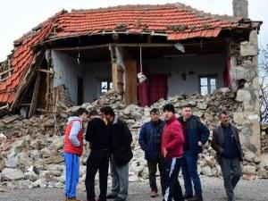 19 души са ранени по време на силното земетресение в Турция ВИДЕО