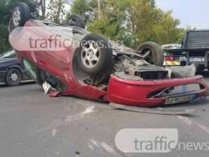 Шофьор е с опасност за живота след тежка катастрофа край Първомай
