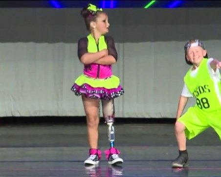 Преди: 20% шанс за живот и един крак по-малко. Днес: Теса е 100% шампион по танци