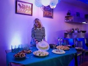 Поли Генова - мъжка майка! Певицата събра приятели на бебешко парти, за да съобщи: It`s а boy!