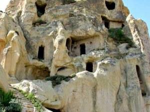 Те са забележителни, но са труднодостъпни... Скалните манастири на България
