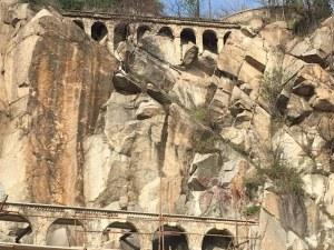 Вандали счупиха част от акведукта на Бунарджика, хвърлили по него метално кошче