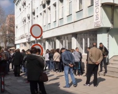 Без заплати! Работници от Търговище си искат трудовите възнаграждения