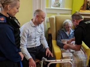 104-годишната Ан – арестантка. Полицията изпълни мечтата й! ВИДЕО