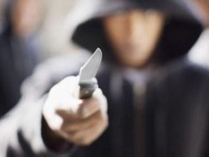 Асеновградчанин нападна полицаи с нож, хванали го да краде