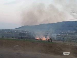 Голям пожар край Пловдив! Огнеборци се борят със стихията СНИМКИ