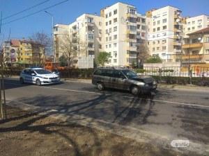 Кола блъснала отзад друга, а тя ударила пешеходец! Мъжът е в болница в Пловдив СНИМКИ