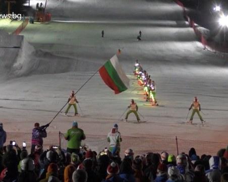 Невероятно нощно спускане със светлините на българското знаме в Пампорово ВИДЕО
