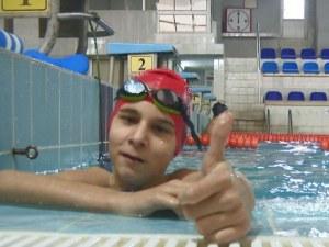 Българче с аутизъм печели медали по плуване