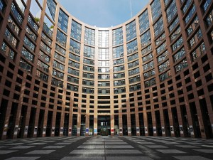 Какво представлява Европейският парламент и защо е важно да гласуваме?