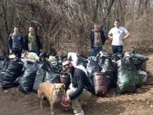 Доброволци изчистиха гората около столичния зоопарк