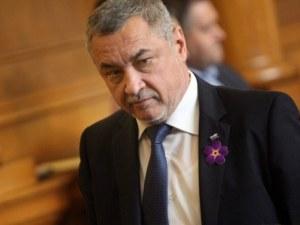 Симеонов: Няма основания за оставка на Цачева, обществото превъртя!