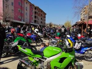 Стотици мотористи се събраха в Северозападна България да открият мотосезона СНИМКИ
