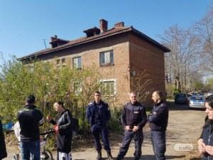 Бутат къщи на бивши работници в Тухларната фабрика в Кючука, хората бранят домовете си СНИМКИ