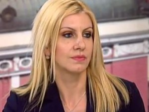 Десислава Ахладова временно ще замества Цецка Цачева