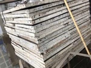 Крадлив тийнейджър: Свил 30 кофражни платна от столичен строеж