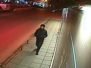 Мъж нападна момиче и го обра! Камери щракнаха лицето му, познавате ли го? СНИМКИ и ВИДЕО