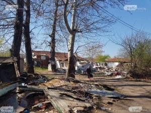 Обитателите на къщите в Тухларната отказали да плащат наеми, посрещали собствениците с ножове и кучета ВИДЕО