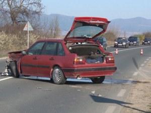 Верижна катастрофа до Казанлък! Трима са в болница