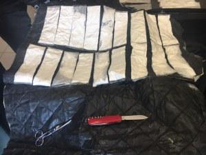 3 кила кока открити в багажа на българин в автобус на